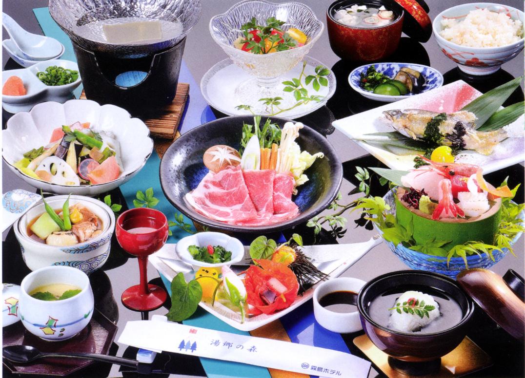 黒豚しゃぶ鍋付き会席料理の一例